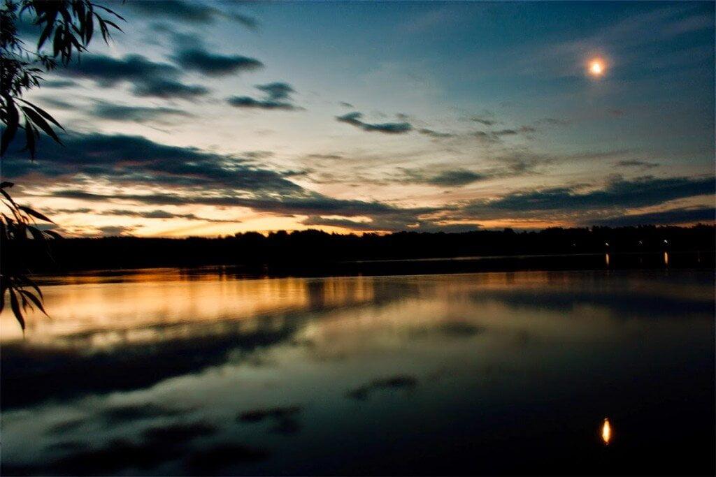 Wchód słońca nad jeziorem Czos