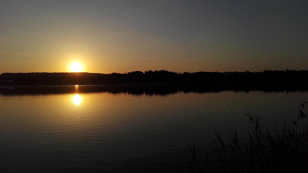 Wschód słońca nad jeziorem Czos noclegi w Mrągowie