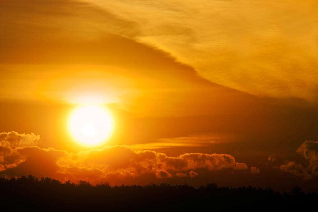 Noclegi Mrągowo wschód słońca nad jeziorem Czos