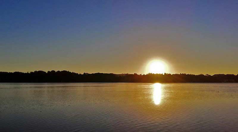 Noclegi w Mrągowie i wschód słońca Jezioro Czos