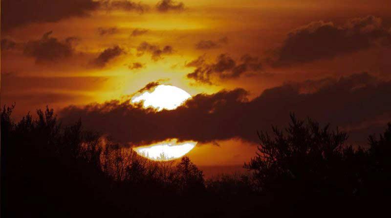 słońce za chmurami noclegi Mrągowo nad jeziorem