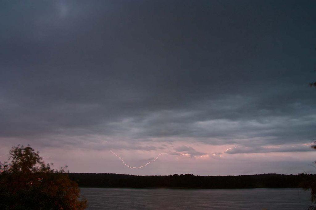 błyskawica, burza nad jeziorem Czos